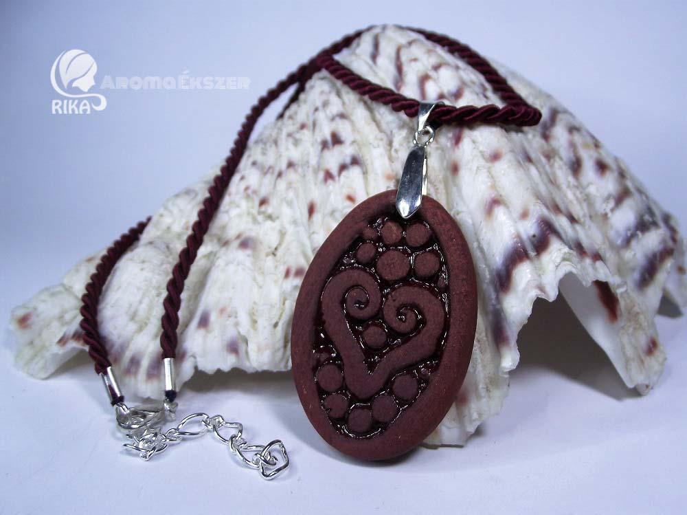 www.aromaekszer.hu -vörös-barna-szív-ovális-medál