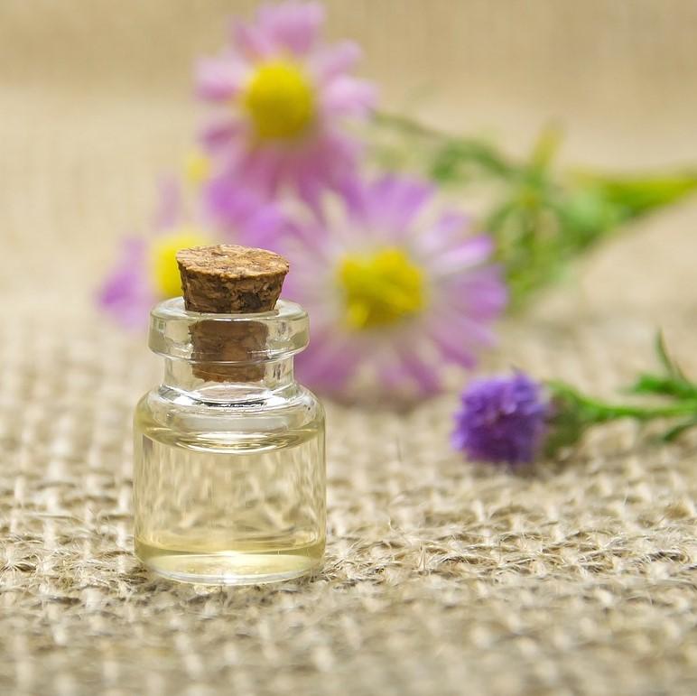 Mese az illóolajról - www.aromaekszer.hu