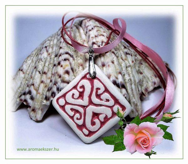 Rózsaszínben a világ... - RIKA Aroma nyaklánc szív motívumos, négyzet medállal