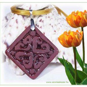 voros-sziv-medal-négyzet-nyaklanc-1