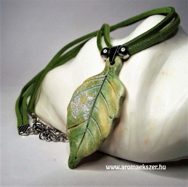 Őszi leveles aromamedál dupla hasítottbőr nyakláncon