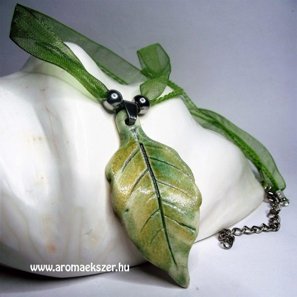 Őszi leveles aromamedál organza szalagos nyakláncon