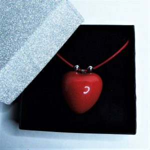 Csábító piros - nyaklánc piros szív alakú medállal nemesacél kiegészítőkkel