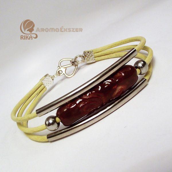 Háromsoros bézs bőr karkötő vörösbarna kerámiadísszel