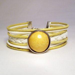 Bézs-fehér bőr fonatos patent karkötő mustársárga mázas kerámia patenttal - www.aromaekszer.hu