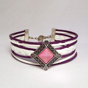 Lila-fehér bőr fonatos patent karkötő rózsaszín négyzetes fémpatenttal - www.aromaekszer.hu