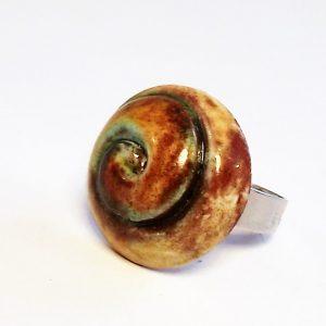 Zöldes-barnás spirál mintás kerámia gyűrű - www.aromaekszer.hu