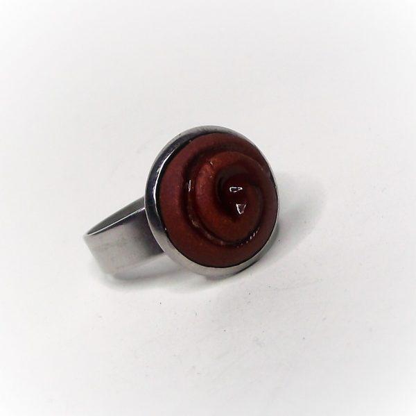 Vörös-barna, spirálmintás aromagyűrű, nemesacél alappal - www.aromaekszer.hu