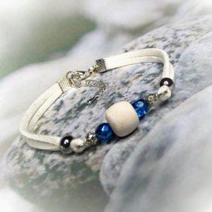 Kikelet - Hasított bőr aroma-karkötő - kék- fehér