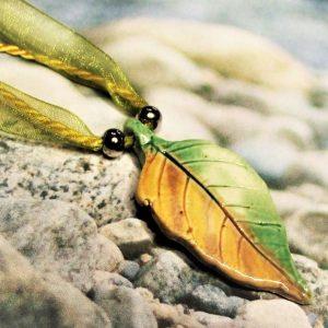 Leveles aromamedál organzaszalagos nyakláncon - www.aromaekszer.hu