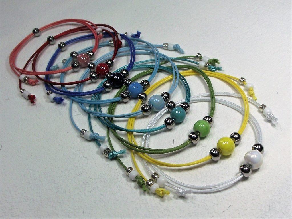 SzínVarázs kollekció - Színes kerámiagyöngyös színes zsinóros karkötők
