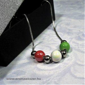 TRICOLOR nemesacél nyaklánc piros-fehér-zöld kerámia gyöngyökkel elegáns díszdobozban - www.aromaekszer.hu