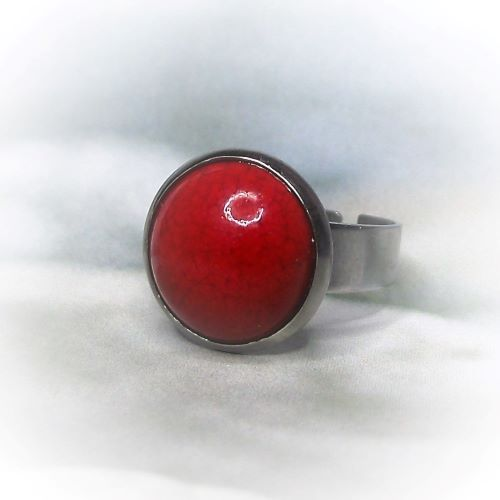 Csábító piros kerámiadíszes nemesacél gyűrű 1,2 - www.aromaekszer.hu