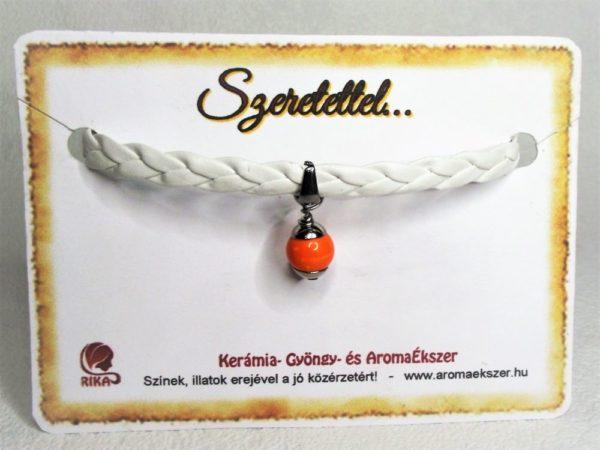 Fehér fonatos narancssárga kerámiagyöngyös műbőr karkötő - www.aromaekszer.hu