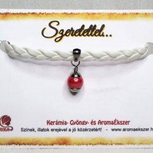 Fehér fonatos piros kerámiagyöngyös műbőr karkötő - www.aromaekszer.hu