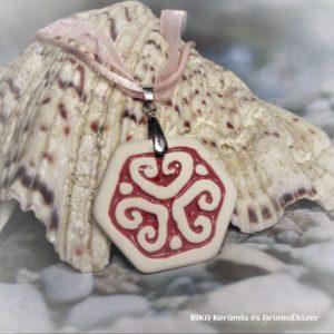 RIKA AromaÉkszer - Nyaklánc rózsaszín-fehér szív motívumos hatszög medállal 3 - www.aromaekszer.hu -