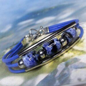 Kerámia-fém-bőr karkötők