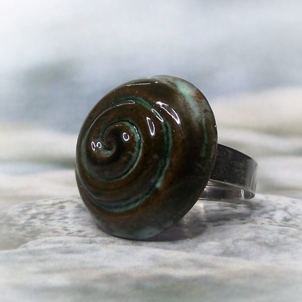Zöldes-barna mázas spirál mintás kerámia gyűrű - www.aromaekszer.hu