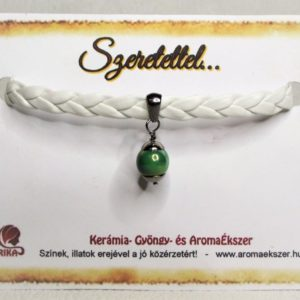 Fehér fonatos zöld kerámiagyöngyös műbőr karkötő - www.aromaekszer.hu