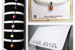 Fehér fonatos narancssárga kerámiagyöngyös műbőr karkötő -- www.aromaekszer.hu