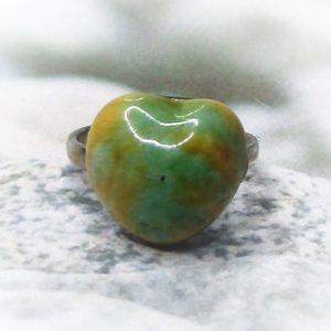 Zöld-sárga szív alakú kerámia gyűrű - www.aromaekszer.hu